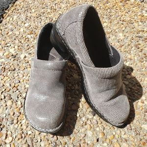 BOC size 6.5 Grey Leather Clogs